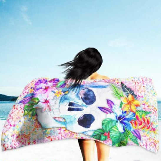 Toalha de Praia Microfibra Caveira e Flores 180 x 100 cm